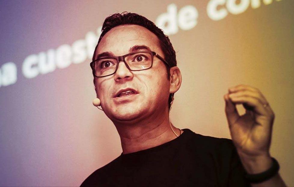 Pere Rosales, expert en comunicació, innovació, i col·laborador en projectes culturals, parlant sobre actitud innovadora al NITS de Playbrand