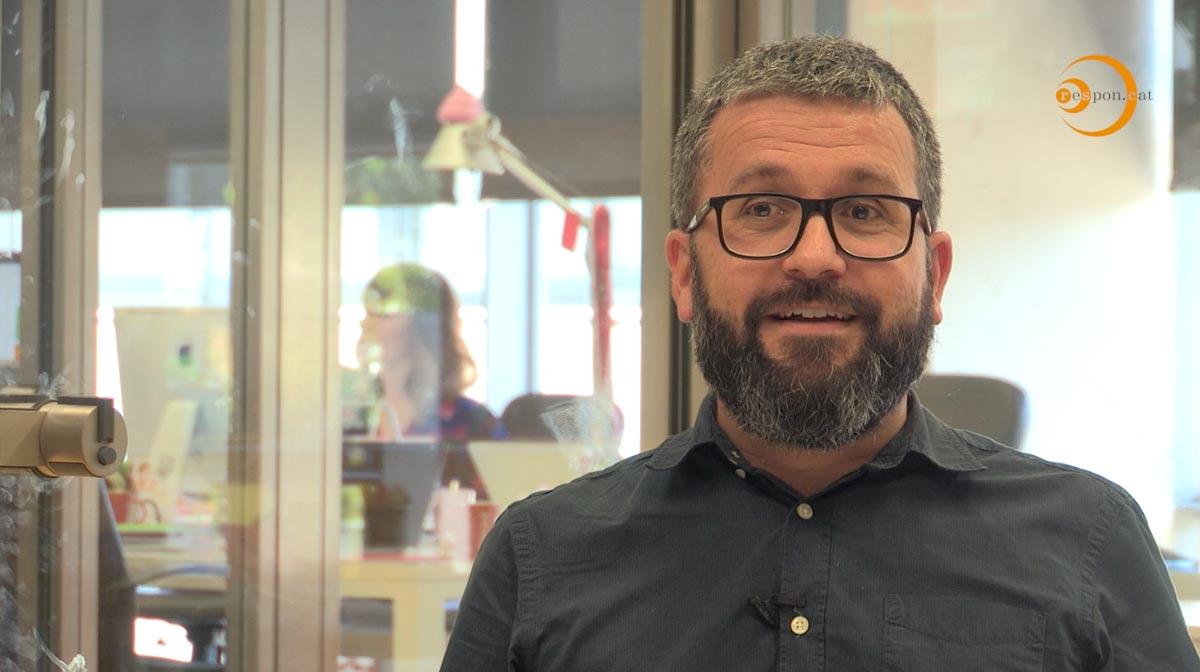 Xevi Montoya de Playbrand parlant pel vídeo dels Premis a la Responsabilitat social de Catalunya